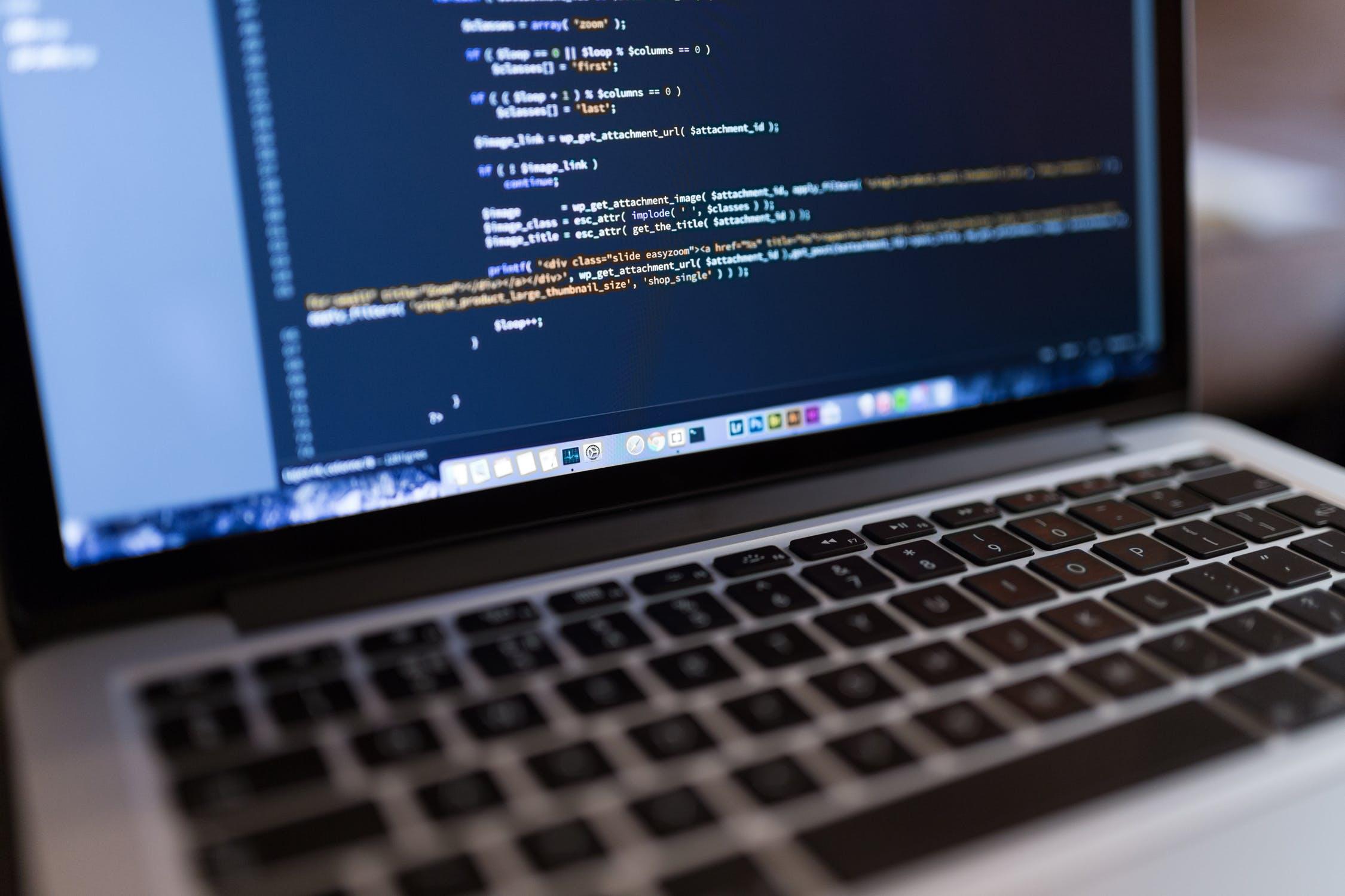 Obsługa IT coraz chętniej wykorzystywaną usługą dla firm